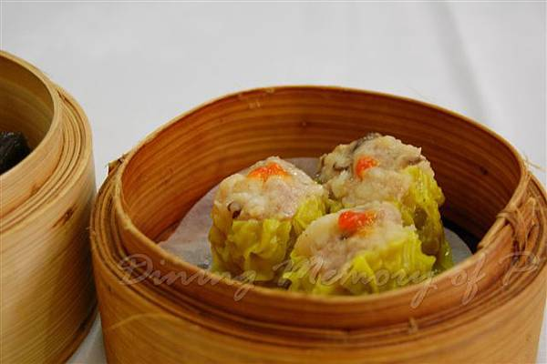 陸羽茶室 -- 蟹黃蝦燒賣