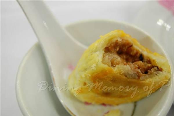 陸羽茶室 -- 雀肉香酥角 (切面)