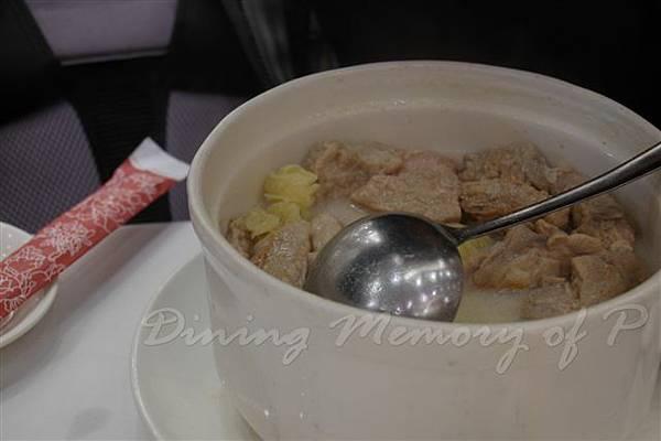 西苑 --  杏汁燉白肺湯