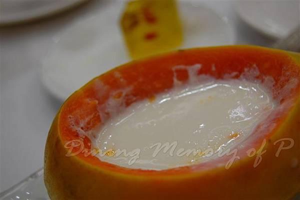 西苑 -- 杏汁燉萬壽果