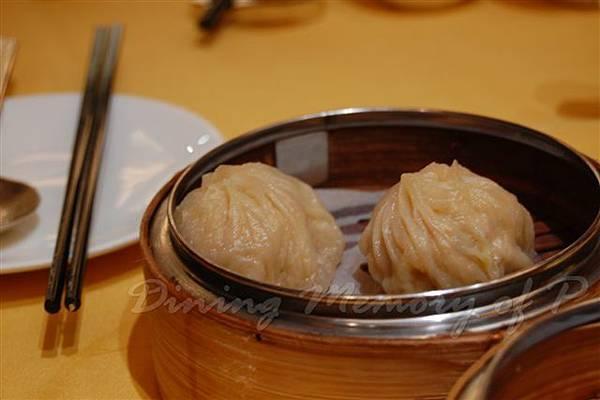 怡東軒 -- 蟹黃小籠包