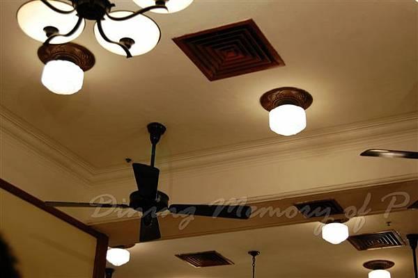 陸羽茶室 -- 天花上的吊扇