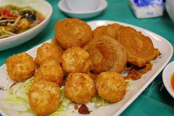 佛慈齋素食館 -- 炸雙拼 (素蝦丸 & 荔芋卷)