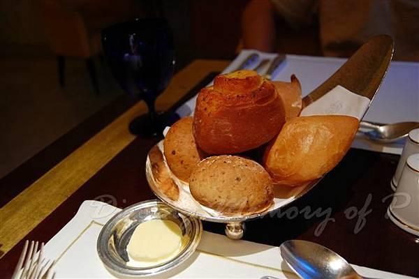 麗嘉酒店咖啡廳 -- 麵包籃