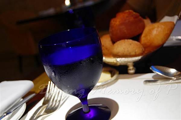 麗嘉酒店咖啡廳 -- 水杯
