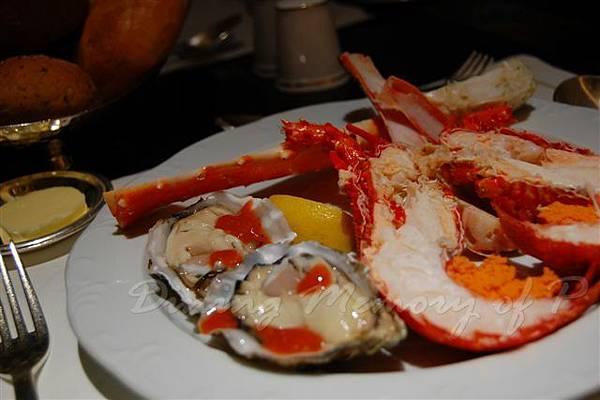 麗嘉酒店咖啡廳 -- 上起:蟹腳、龍蝦、生牡蠣