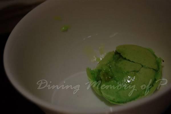 麗嘉酒店咖啡廳 -- 開心果小圓餅的淒慘屍體