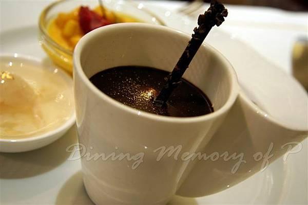 麗嘉酒店咖啡廳 -- 提拉米蘇