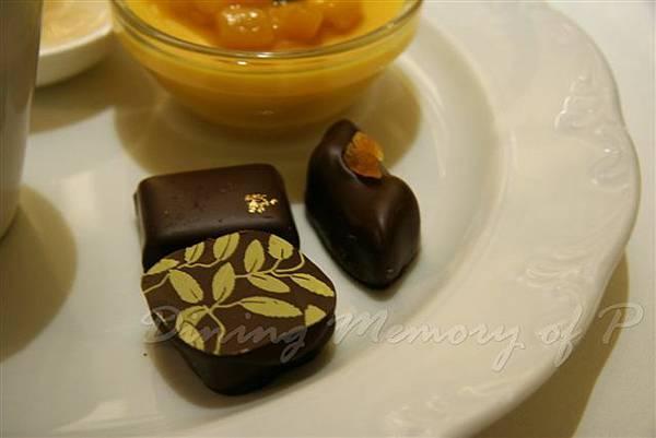 麗嘉酒店咖啡廳 -- 紅茶巧克力 (金葉)、咖啡巧克力 (金箔)、榛果巧克力