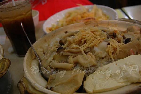 張仔美食館 -- 瑤柱雜菌豆腐煲