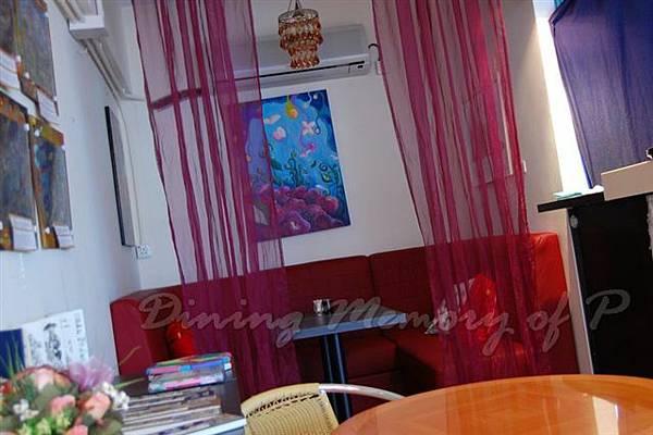 Les Artistes Cafe -- 店內