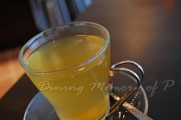 Les Artistes Cafe -- 蜂蜜薑茶
