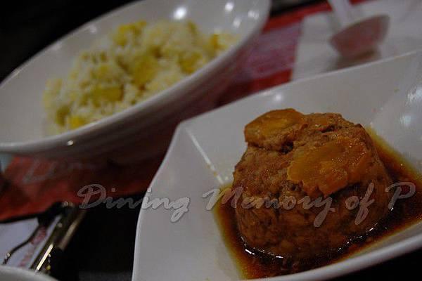 大婆牛肉麵 -- 蛋黄肉配地瓜飯