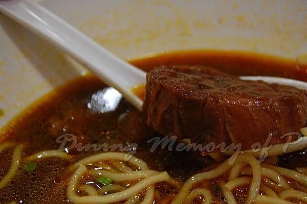 大婆牛肉麵 -- 厚厚的牛腱肉