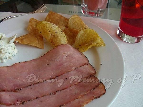 萬豪酒店咖啡室 -- 黑椒火腿 &  薯片