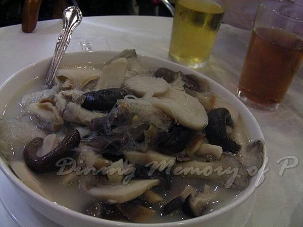 蟹增盞 -- 魚湯浸雜菌