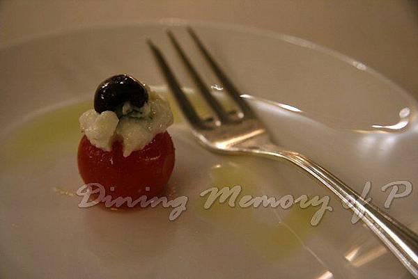Toscana -- 餐前小吃 (莫扎雷拉起司鑲小蕃茄)