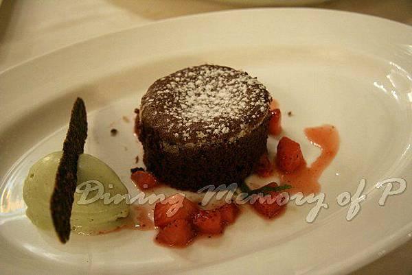 Toscana -- 巧克力軟心蛋糕配開心果雪酪