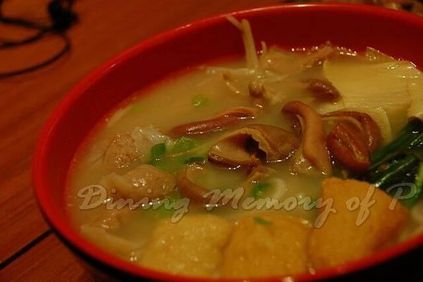 滇 -- 胡椒豬肚、魚皮餃、魚腐魚湯小鍋米線