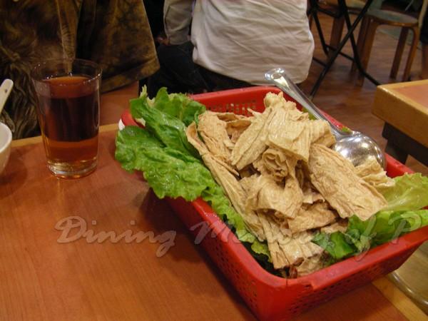 坤記煲仔小菜 -- 腐皮 & 生菜