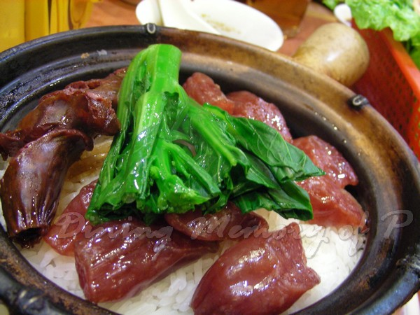 坤記煲仔小菜 -- 鴛鴦腸煲仔飯