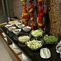 拓程商旅 -- 沙拉、小菜、麵包