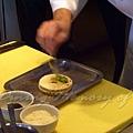 十二月 -- 把炒香了的青蔥放到通心麵上
