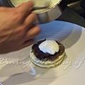 十二月 -- 把奶油泡沫輕輕澆到通心麵上 (1)