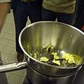 十二月 -- 把大碗放到鍋子上