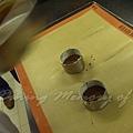 十二月 -- 把蛋糕漿液灌約模子的七分滿