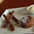 十二月 -- 巧克力軟心蛋糕併巧克力餅乾 & 香草籽冰淇淋 (1)