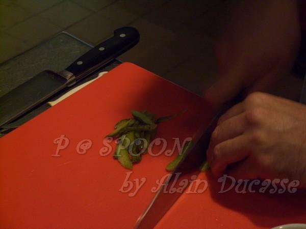 一月 -- 把酸黃瓜切片