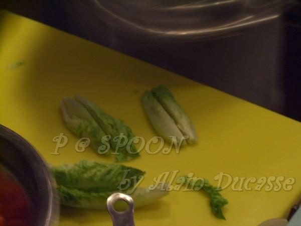 一月 -- 把蘿蔓生菜切成四份