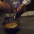 一月 -- 把鮮奶油與黑椒醬汁拌勻