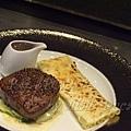 一月 -- 煎牛腰肉伴奶油蒿苣 (2)