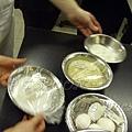 一月 -- 杏仁粉、麵粉、砂糖、雞蛋