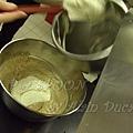一月 -- 把已打發的鮮奶油加到栗子奶油中