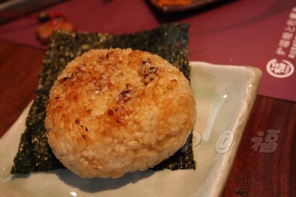 福 爐端燒と牡蠣処 -- 烤飯糰