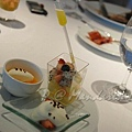Mandarin Grill & Bar -- 芒果巧克力慕絲、草莓沙巴翁、雜果沙拉