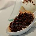 Mandarin Grill & Bar -- 巧克力泡芙