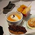 Mandarin Grill & Bar -- 芒果巧克力慕絲、巧克力泡芙、梨子塔、雜莓慕絲
