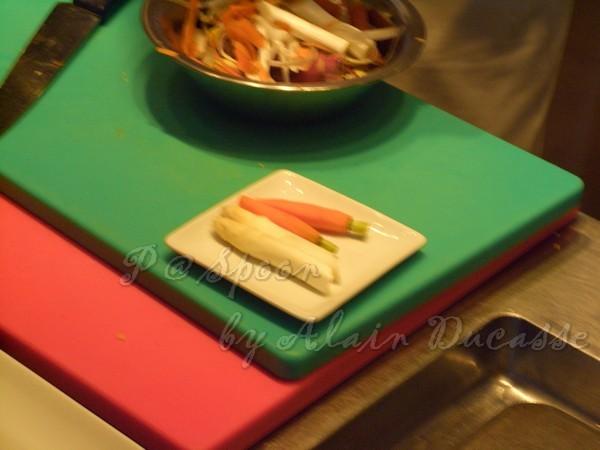 三月 -- 白蘆筍 & 小紅蘿蔔