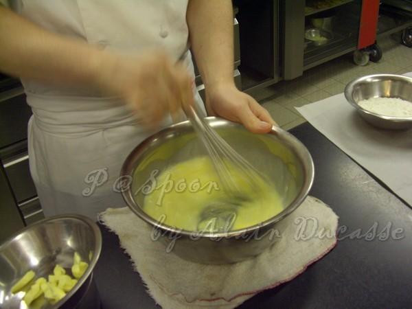 三月 -- 把牛奶 & 雞蛋拌勻 (2)