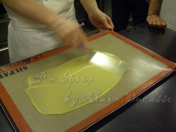 三月 -- 把烤盤上的香橙麵煳抹平 (1)