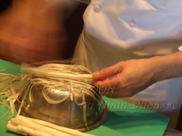 四月 -- 把白蘆筍去皮 (4)