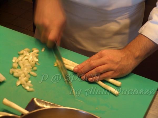 四月 -- 把餘下的白蘆筍切薄片