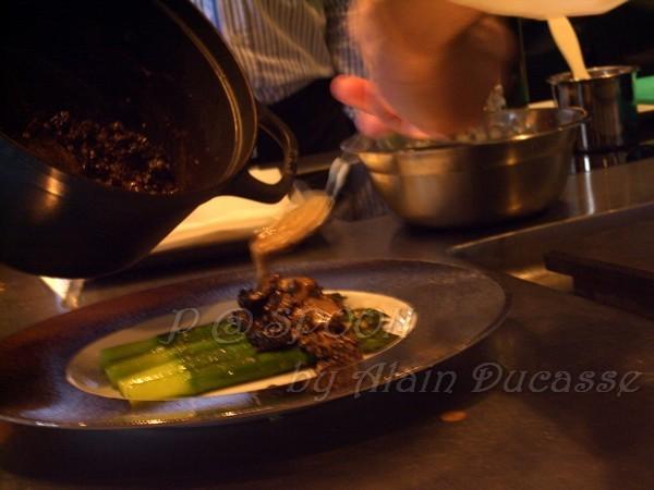 四月 -- 把燴摩利菌澆在青蘆筍上 (1)