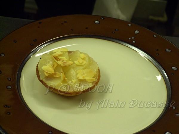 四月 -- 把梨子塔盛盤