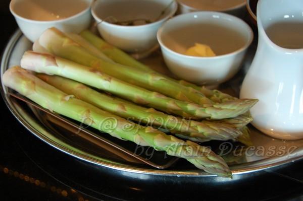四月 -- 青蘆筍