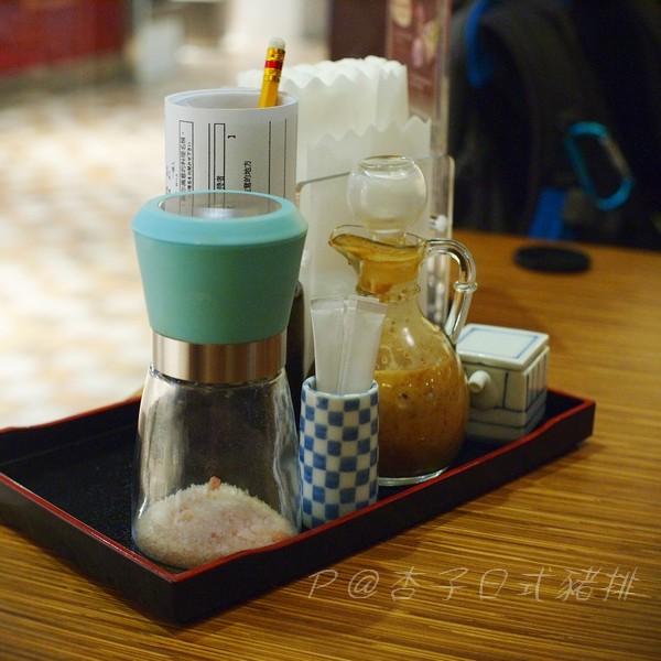 杏子日式豬排 -- 調味料
